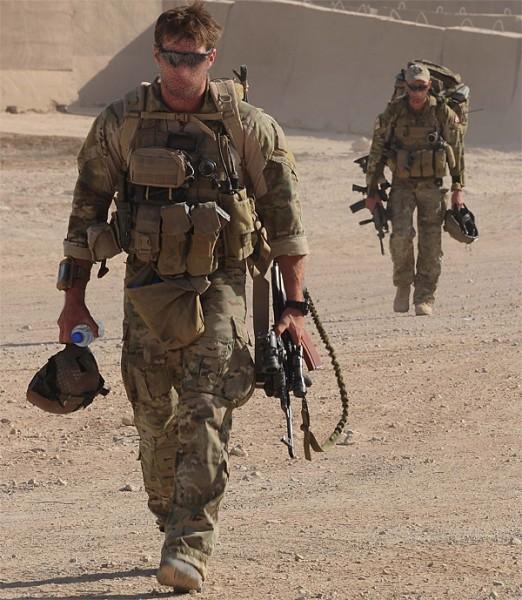 Aussie-carrying-AK471-522x600.jpg