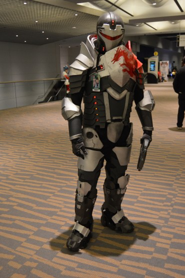 blood-dragon-armor-cosplay-from-mass-effect-3-at-denver-comic-con-2015.jpg