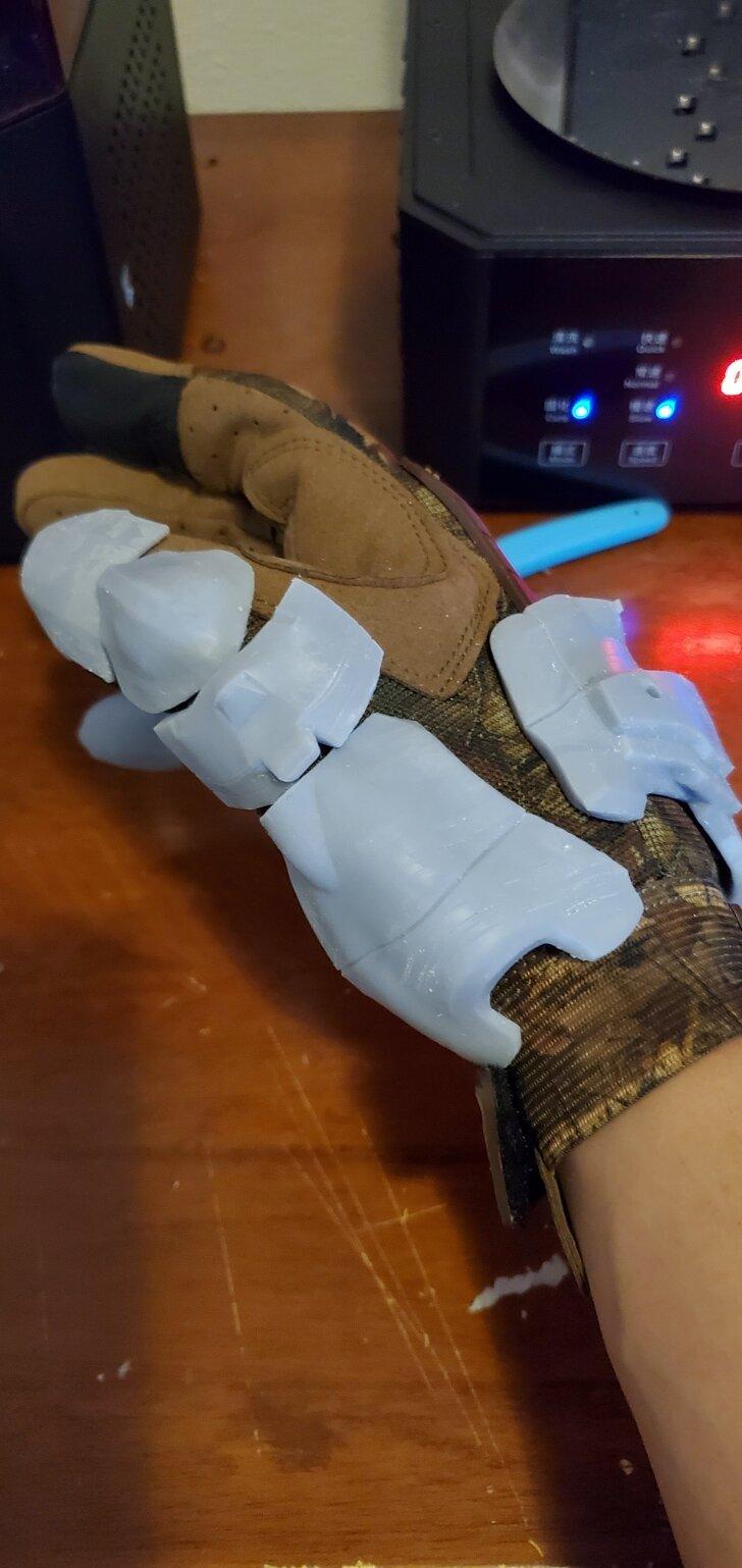 doom glove thumb 2.jpg