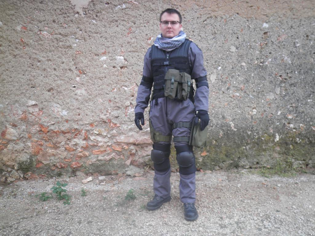 how to make a titanfall pilot costume